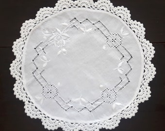 Vintage white round embroidered doily with crocheted border