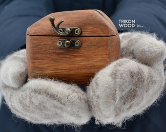 Wedding ring box, Tiny ring box, Ring Bearer, Rustic round box, Oak box, Wedding accessory