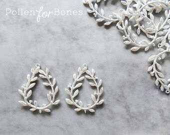 2pcs ∙ Matte Silver Wreath with Berries Charm Laurel Leaf Pendant Nature Earrings Plant Jewelry Supplies