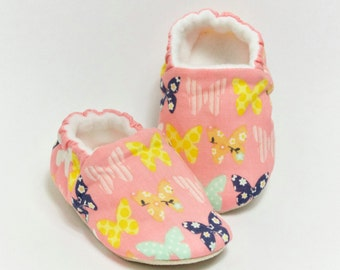 soft sole pram/crib shoe. Cotton butterflies.