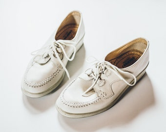 Ivory White Shoes, Vintage Shoes, White Flats, Vintage Flats, White Oxfords, Ivory Oxfords, 5.5 Shoes, Elegant Shoes, Tie Shoes