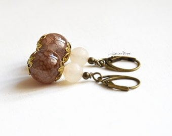 short earrings with brown and white beads