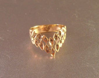14K Gold Chevron Ring, Open Work Filigree, Diamond Cut, Size 5