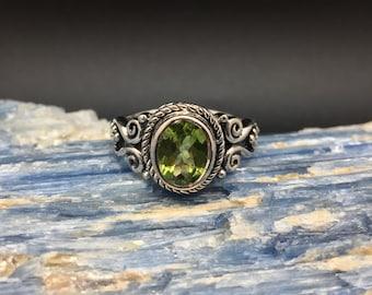 Peridot Ring // 925 Sterling Silver // Oxidized Swirl Rope Setting // Green Peridot Ring