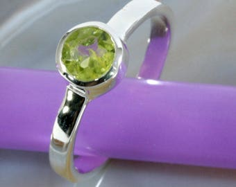 Peridot and 925 Sterling Silver Ring  --  6296