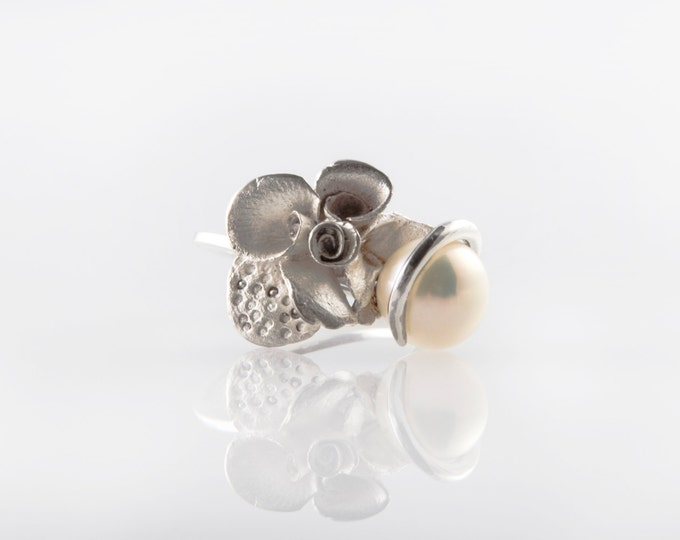 Featured listing image: Sterling Silver Flowers with Pearl