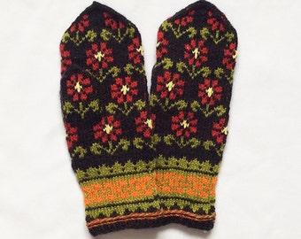 Mittens. Hand knitted mittens, wool mittens, colorful mittens, Nordic mittens, Latvian mittens
