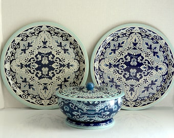 Delft Design 2 Trays and Covered Dish Tin Set