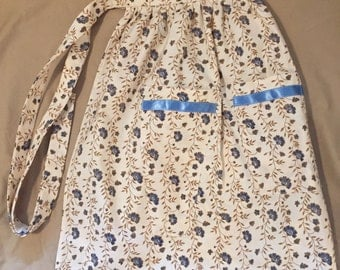 Cream with Blue Flowers Sewing Utility Crafting Apron with 4 Tool Pockets and 1 Scissor Pocket