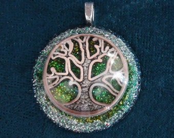 Tree of Life Silver/Green Anahata Chakra-Tuning Blue Orgone 25mm Pendant 72 energy harmonizing crystals Quartz black cord / silver chain