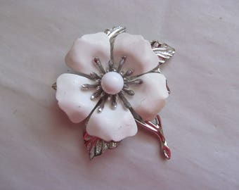 Sarah Coventry White Enameled Floral Pin