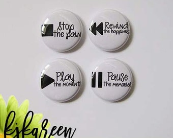 "Badge 1 ""- Play the Moments"