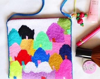NEW - Hand embroidery crossbody bag
