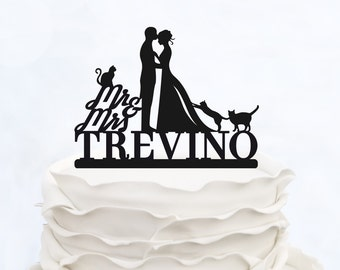 Wedding Cake Topper With Last Name_Mr & Mrs Topper With three Cats_Groom And Bride Cake Topper_Script Cake Topper_Made in Italy