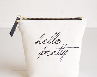 Makeup bag 'hello pretty'. Personalized bridesmaid gift. Makeup organizer. Brush case. Lined zipper pouch Cosmetic bag for her Wedding favor