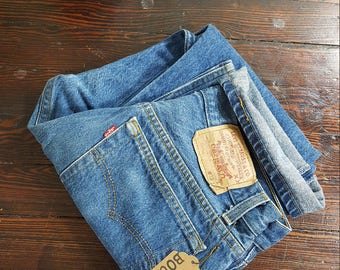 30W x 27L Levis 90s Vintage LEVI'S 501 - actual measurements are listed. Stock No 0320172