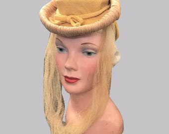 1940s Mustard Yellow Hat with Raffia Trim and Tulle Accent