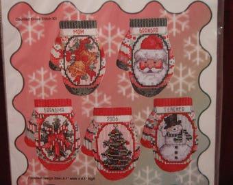 "Beautiful NiP CHRISTMAS MITTEN 4"" ORNAMENT Kit Counted Cross Stitch Makes 5 Holiday Tree Decoration, Vintage 2006 Cross My Heart Snowman 985"