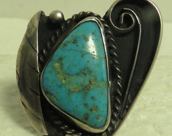 Vintage Artisan Sterling Silver Native American Natural Turquoise Ring.