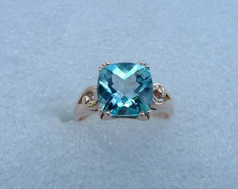 Gold and checkered Blue Topaz ring