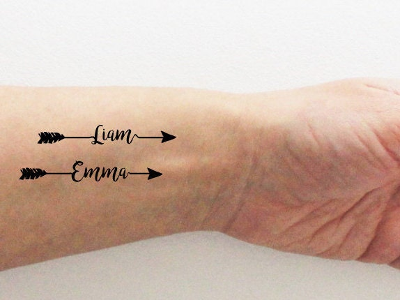 4 tatouages temporaires personnalis s avec le pr nom cadeau. Black Bedroom Furniture Sets. Home Design Ideas