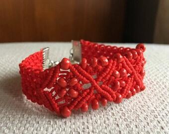 Bracelet macramé green or red thread 0.8 mm