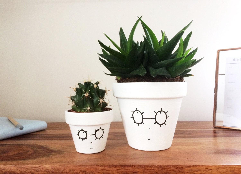 pot design pour plante interieur succulent planter small plant pot black and white hello. Black Bedroom Furniture Sets. Home Design Ideas