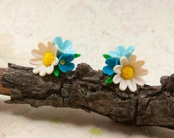 Small earrings Daisy earrings Forget me not Tiny earrings Everyday studs Simple earrings Miniature jewelry Gift for sister White gift