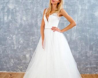 horsehair wedding dress, bridal dress, bridal gown, corset wedding dress, lace wedding dress, polka dot wedding dress, tulle wedding dress