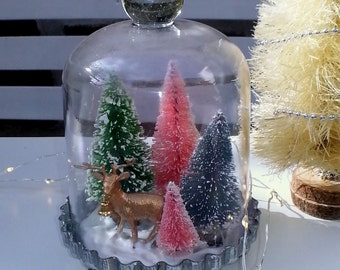 Christmas dome cloche with bottle brush trees and a gold reindeer // Christmas decor