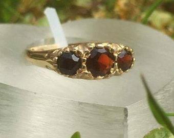 Gorgeous Garnet Three Stone 9ct Gold Ring
