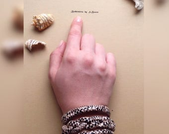 bracelet of reptilian eco leather on the magnit lock