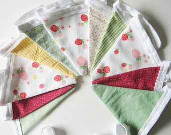 Pennant Garland strawberries green Berry
