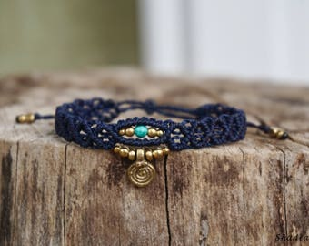 Macrame bracelet in dark blue