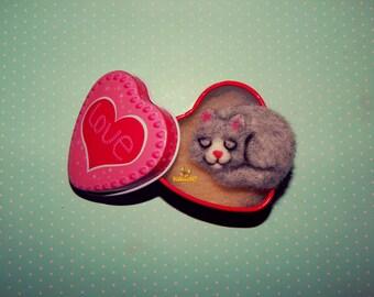 Needle felted  brooch cat, felted animal brooch, cute cat pin, needle felted animal, felted jewelry, wool brooch, cat badge tiny cat