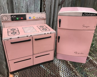 Set of Vintage 1950's Era Wolverine Pink Metal Large Toy Range and Refrigerator