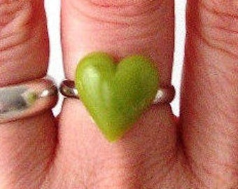 bright green heart statement ring adjustable band cocktail ring fashion womens ladies modern valentines day sweetheart love romance romantic