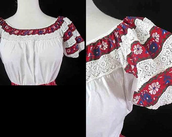 Muy Bonita! 1950's Mexican peasant blouse with inset lace rockabilly VLV  pinup girl Bohemian Chic size Small/ Medium