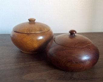 Pair of Vintage Souvenir Myrtlewood and Sequoia Lidded Trinket Boxes