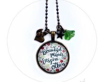 Collier Message Beautiful Minds Inspire Others Pensée Positive Citation- Médaillon Rond Large Fleur Cœur Ailé Etoile