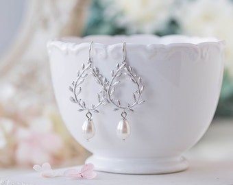 Silver Bridal Earrings Bridesmaid Earrings Wedding Jewelry Laurel Wreath Earrings with Swarovski White Pearls Maid of Honor Bridesmaids Gift
