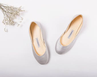 The Metallic Ballet Flats in Dusty Silver | Silver Ballet Flats | Minimal Flat Shoes | Dusty Silver