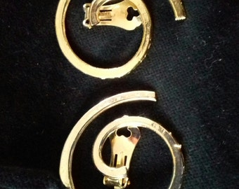 Vintage Retro Earrings Tribal Swirl sophisticated 70s goldtone clip-ons Fancy Dress 80s Powerdressing 90s  Gift