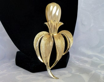 Sarah Coventry Fantasy Flower Brooch With Champagne Baroque Pearl - 3.5 Inches Long