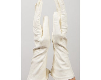 Vintage leather gloves / Buttery soft kid leather evening gloves / New old stock S