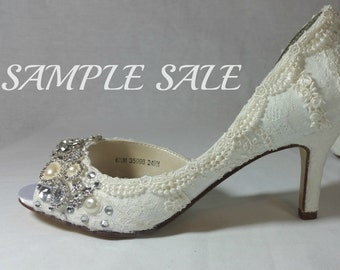 Sample Sale . Ivory Lace Wedding Shoes.  US Size 6 1/2 . Lacy Bridal Shoes . Sparkly Wedding Shoes .  Lace Wedding Heels . Bridal Shoes