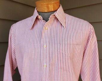 vintage 1970's -Gant 'Classic'- Men's long sleeve shirt. Loose weave poplin w/ straight collar w/ original stays. Medium 15 1/2 x 33