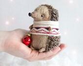 Hedgehog in sweater - 11cm