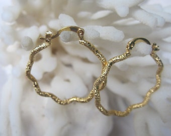 Yellow Gold Single Strand Round Wave Hoop Earrings