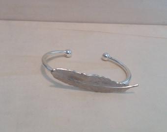 Feather Bracelet. Silver Feather Cuff Bracelet. Bohemian Jewelry. Cuff Bracelet. Nature Bracelet.